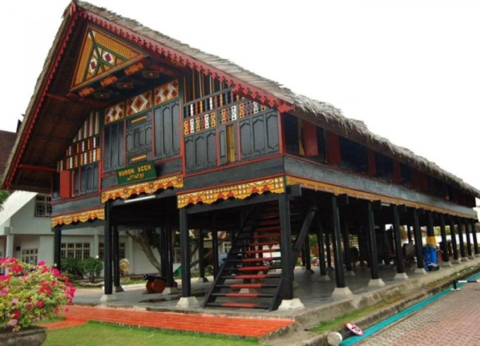 contoh rumah adat sumatera