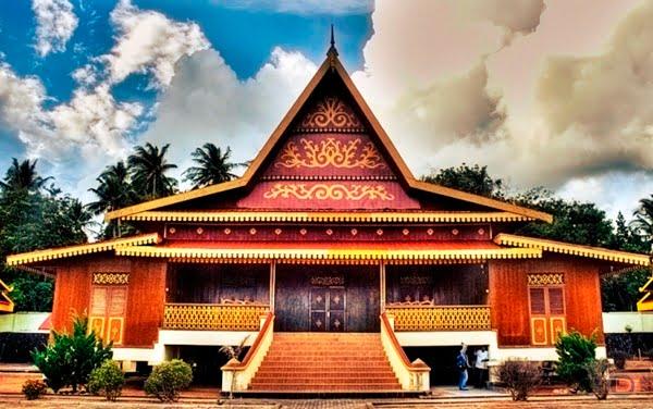 salah satu contoh rumah adat sumatera